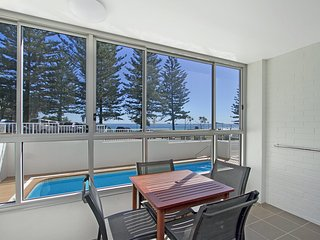 Rainbow Pacific unit 1 - Great value right on the beach in Rainbow bay Coolangat