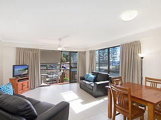 Cobden Court Unit 6 - 2 bedroom unit one street from the beach