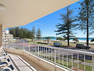 Rainbow Place unit 5 - Beachfront apartment in Rainbow Bay Coolangatta, Southern