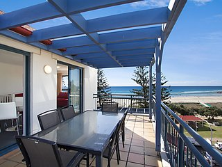 Calypso Plaza Resort Unit 462 - Penthouse style apartment Beachfront Coolangatta