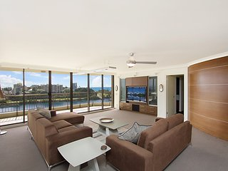 Seascape Apartments Unit 1201A - Luxury apartment with views of the Gold Coast a