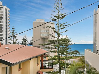 Torbay Unit 1 - On the hill overlooking Rainbow Bay Coolangatta