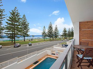 Rainbow Pacific unit 3 - Budget friendly beachfront unit in Rainbow Bay Coolanga