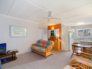 Kawana Lodge unit 7 - Neat and tidy and close to beaches, clubs and cafes