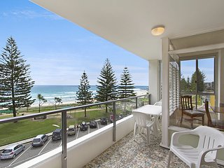 Rainbow Pacific unit 11 - Great value unit right on the beach in Rainbow Bay Sou
