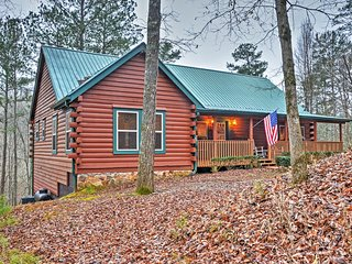 'Stoney Creek' Authentic 4BR Ellijay Log Cabin w/Multiple Large Decks, Private Hot Tub & Outdoor Fire Pit - Spectacular Creekside Location on 5.2 Acres!