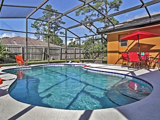 3BR Kissimmee House w/Wifi, Private Enclosed Pool & Nice Backyard - Minutes to Major Theme Parks, Gatorland, Fun Spot, Shopping, Restaurants & Much More!, Poinciana