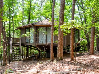 Pristine 2BR Mountain Retreat House in Big Canoe w/WiFi & Beautiful Views - Access to 2 Golf Courses & 3 Lakes!