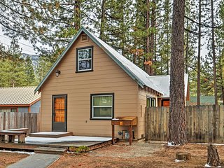 Welcoming 3BR South Lake Tahoe House w/Wifi, Wood-Burning Fireplace + Central Heat & Serene Atmosphere - Awesome Location! Walk to Beaches, World-Class Ski Slopes & More!