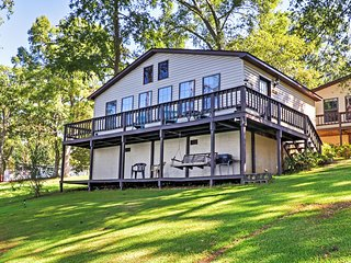 'The Surf' Lakefront 2BR Georgetown Cabin w/Private Dock., Eufaula