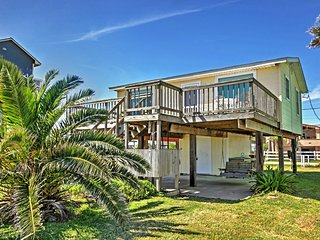 'Seascape' 2BR Galveston House w/Wifi, Expansive Private Deck & Dazzling Gulf Views - Unbeatable Beachfront Location! Close to Outdoor Attractions, Local Restaurants & More!