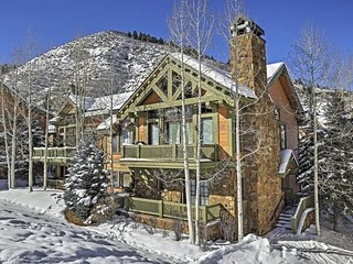 Magnificent 4BR Edwards Ski-In/Ski-Out Townhome w/Wifi, Private Hot Tub & Spectacular Alpine Views - Direct Access to Year-Round Outdoor Activities! Close to Restaurants, Shops & Attractions!