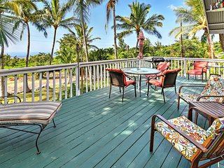 Breezy 2BR Kailua-Kona House w/Wifi, Large Private Lanai & Spectacular Ocean Views - Just 15 Minutes from Downtown Kona! Close to the Area's Best Beaches!