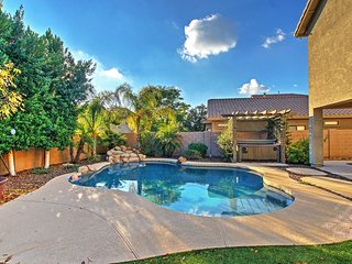 Outstanding 3BR Mesa House w/Wifi, Backyard Oasis, Private Outdoor Pool, Hot Tub & Fire Pit - Minutes to Golf, Outdoor Recreation, Local Sightseeing Attractions & Much More!