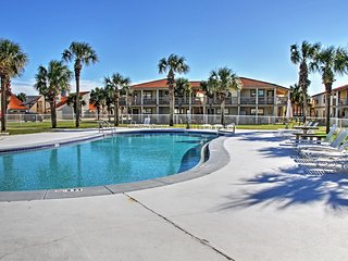 Tropical 2BR Panama City Beach Condo w/Wifi, Private Patio & Spectacular Resort Amenities - Private Walking Access to the Beach! Close to Restaurants, Shops & Various Area Attractions!