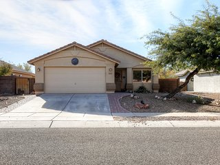Elegant 4BR Marana House w/Wifi, Gas Grill, Private Pool & Beautiful Backyard Oasis - Spectacular Dove Mountain Location! Easy Access to Shopping, Outdoor Recreation & More!