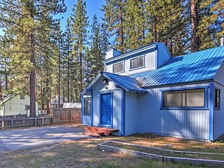 Gorgeous 2BR South Lake Tahoe House w/Wifi, Updated Appliances & Private Backyard/Patio - Close to Downtown! Easy Access to Heavenly Ski Resort, Beaches & Casinos!