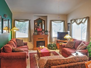 'Gray Wolf Haven' 2BR Leavenworth Condo w/Wifi, Private Patio & Sweeping Golf