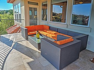 Stunningly Tranquil 4BR Austin House w/Wifi, Large Private Patio & Phenomenal Hill Country Views - Unbeatable Location in the Prestigious Westlake Area! Minutes from Downtown!