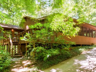Relaxing 4BR Murphy Cabin in Bear Paw - Across from Lake Hiwassee w/Wifi & Lake