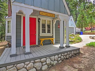 LOWER SPRING RATES AVAILABLE! 'Cobblestone Cottage' Lake Arrowhead 2BR w/ 2 Fireplaces & Large Private Deck - Walk to Lake Arrowhead!