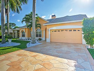 Family Friendly 4BR Naples House w/Wifi, Private Pool & Incredible Palm Tree