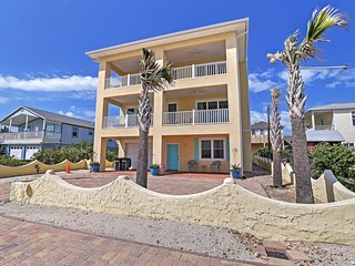 'Gloria Beach House' Fantastic 5BR St. Augustine House w/Wifi, Smart TVS, 2 Private Entrances & Beach Views! Great Location, Just Steps from the Ocean!