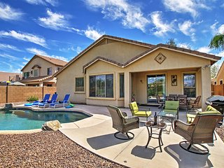 Remarkable 4BR Queen Creek Home w/Wifi, Private Outdoor Pool & Astounding Golf Course Views! Great Location - Easy Access to Recreation, Shopping, Dining & More!