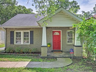 Cozy 3BR Nashville House w/Wifi, Outdoor Patio & Just 10 Minutes Away From Downtown Nashville - Easy Access to Restaurants, Bars, Shopping & More!