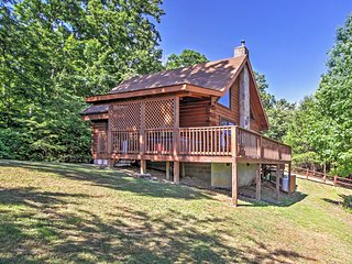 'Happy Ours' 2BR Sevierville Cabin w/Wifi, Mountain Views, Hot Tub & Fire Pit - Close Proximity to Downtown, Hiking, Biking & Much More!