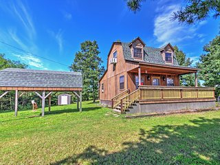 2BR Yellville Cabin w/Immaculate Views!