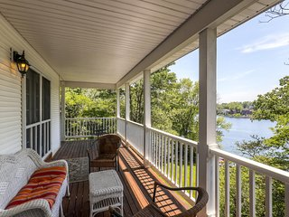Custom Designed 4BR Lakefront Home in Lawrenceburg w/Wifi, Enormous Private Dock, & All Amenities Needed for a Relaxing Lake Retreat!