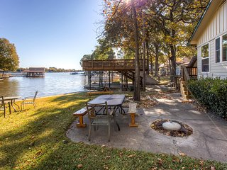 2BR Gun Barrel City Cottage w/Boat House & Deck!