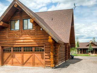 Charming 2BR Coalville Loft w/Wifi, Breathtaking Mountain Views & 40 Acres of Private Land - Close to Park City, Restaurants, Shopping & More!