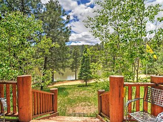 3BR Pendaries Mtn Cabin w/Large Deck & Lake Views!