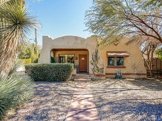 Peaceful 2BR Tucson Bungalow House w/Wifi & Beautiful Porch - Walking Distance from University of Arizona, Restaurants, Shops & More!