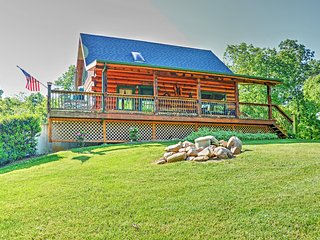 'Lakewood Lodge' Luxurious 2BR Claytor Lake Log Home w/Wifi, Outdoor Fire Pit, Handcrafted Gazebo & Private Dock - Excellent Location - Just Minutes to Claytor Lake, Recreation, Wineries & More!