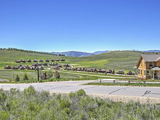 Ski-In/Ski-Out 1BR Granby Ranch Condo w/Mtn Views