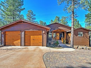 Custom 3BR Show Low Cabin at Torreon Golf Club w/Wifi, 2 Large Private Decks & Serene Ponderosa Pine Views - Minutes to Hiking, Biking, Horseback Riding, Sightseeing & Family Activities!