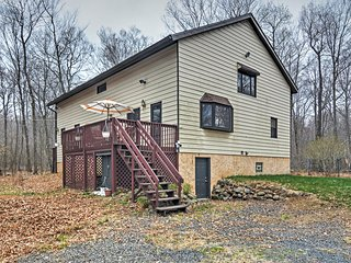 New Listing! Serene 4BR Long Pond House w/Wifi, Spacious Loft & 2 Private Decks