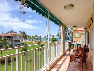Modern 2BR Rio Grande Condo w/Wifi, New Furnishings & Ocean Views - Prime Location on Secluded Beach, Adjacent to El Yunque National Park & Rio Mar Wyndham Resort! Beach accessories provided!, Río Grande