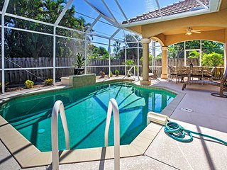 Superb 3BR Naples Home w/Den & Private Pool, Nápoles