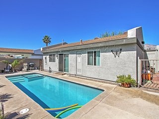 Elegant 2BR Palm Springs House w/Wifi, Private Pool & Hot Tub - Close to Downtown Shopping, Dining & Entertainment