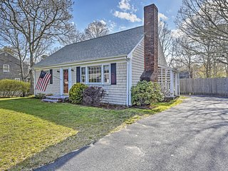 Charming 4BR South Yarmouth House w/Wifi & Sizable Fenced-In Backyard! Terrific Quiet Neighborhood Location - Close to Long Pond Beach, the Ocean, Golf & More!