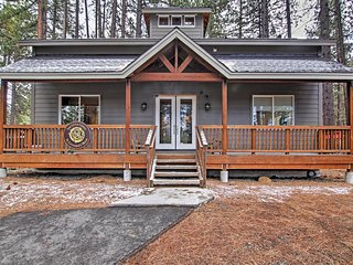 'Little Lodge, St. Catherine's Wood' Stunning 2BR South Lake Tahoe Villa w/Sleeping Alcove, 2 Master Suites, Multiple Fireplaces, and More - Minutes From Lake Tahoe and Heavenly!