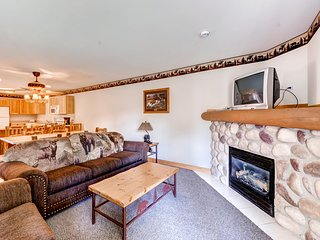 Cozy 2BR Utica Cabin w/Multiple Private Balconies, Beautiful Views & Countless Resort Amenities - Only 1/2 Mile from Outdoor Recreation at Starved Rock State Park! Veterans & Military Members Welcome!
