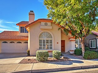 Beautifully Maintained 3BR Phoenix House w/Spacious Private Patio, Updated Kitchen & Access to Community Pools - Just 1 Mile to Ahwatukee Country Club! Near Casinos, Restaurants & More