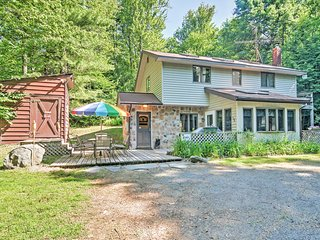 Charming & Secluded 3BR Pocono Lake Cottage w/ Hot Tub, Firepit & Sunroom