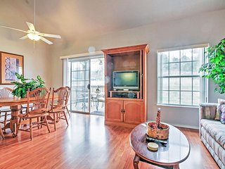 Reduced Rates through Thanksgiving! Inviting 2BR Branson Condo w/Wifi, Private Deck & Beautiful Views of the Adjacent Marina - Just 1 Mile from the Main Strip! Easy Access to Shops, Restaurants & Outdoor Recreation!