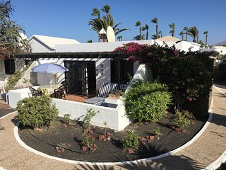 """Casa Beatriz"":  Sunny Quiet house next to the beach and town of Playa Blanca"